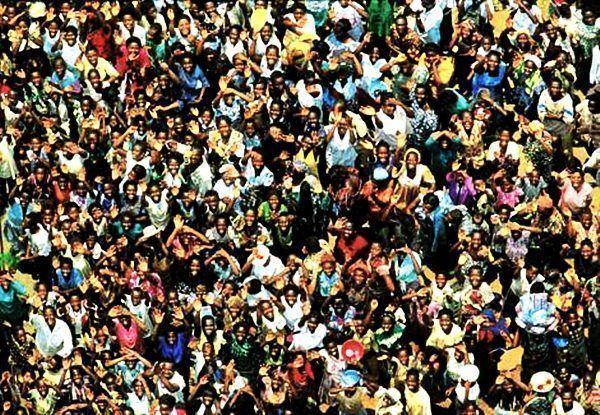 Otro factor de colapso es el crecimiento de la población humana. ¿Puede el planeta acomodar 6.500 millones de personas?